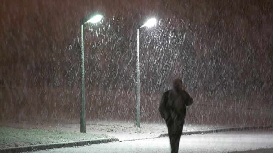 Снежен кошмар в Москва насред пролет