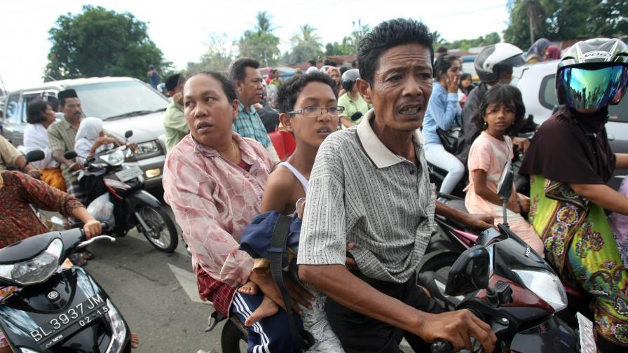 Второ силно земетресение с магнитуд 8,3 по Рихтер до Индонезия
