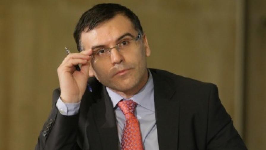 Дянков за пенсиите: Няма страшно, ще се вдигат
