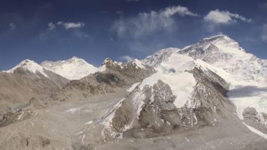 Ледник в Хималаите нараства необичайно