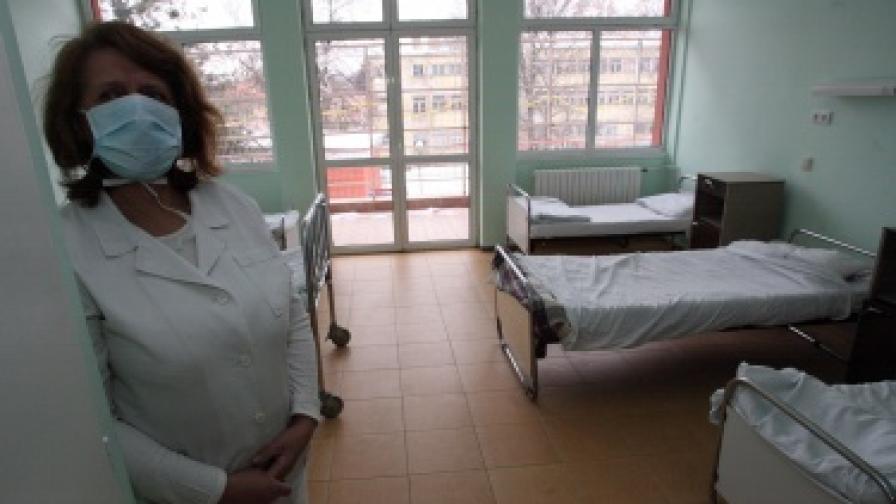 Три от натровените деца остават в болница