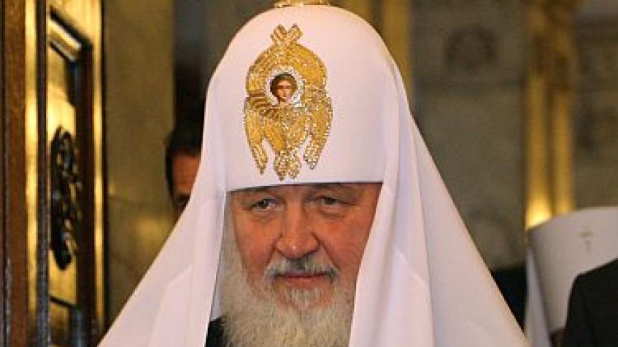 С топовни салюти посрещнаха в Пловдив руския патриарх