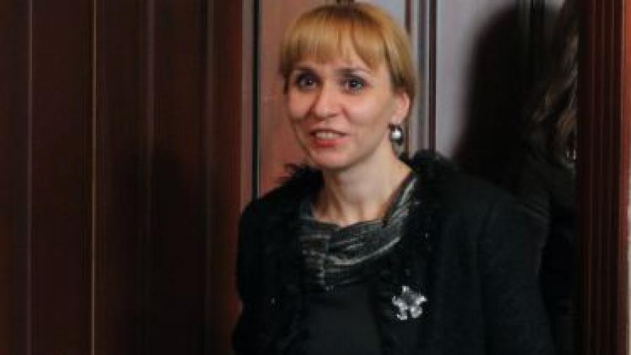 Ковачева: Посланиците подкрепят отнемане без влязла в сила присъда