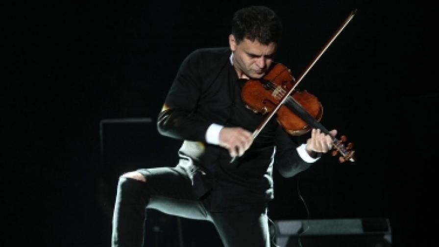 """С концерта """"Вива Вивалди"""" цигуларят и шоумен Васко Василев откри 17-ия Салон на изкуствата в НДК"""