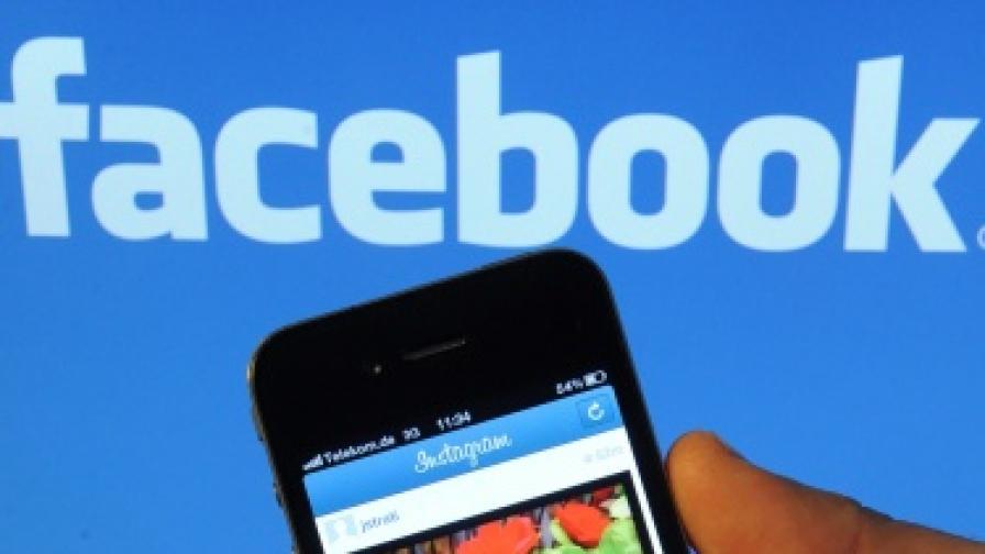 """""""Фейсбук"""" със свой смартфон?"""