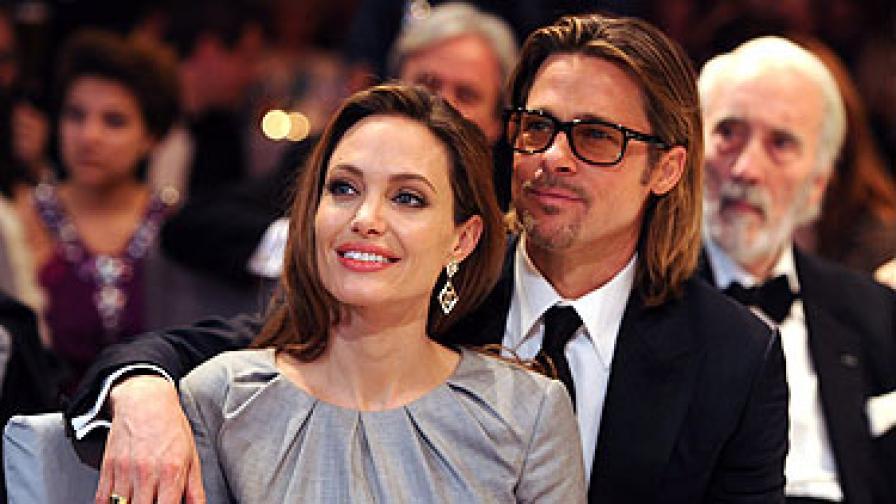 Джоли и Пит ще празнуват с Елизабет Втора
