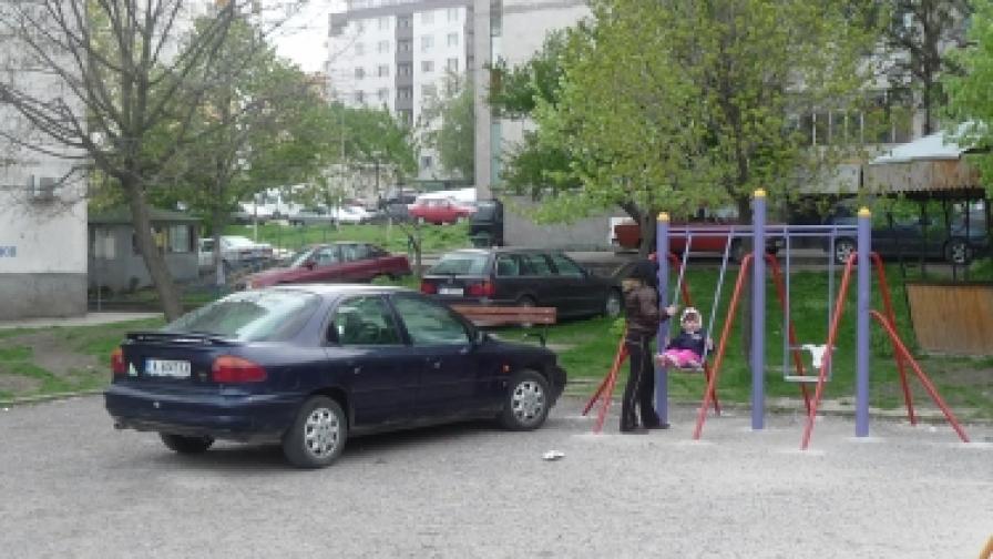 В София глобяват за паркиране върху зелена площ