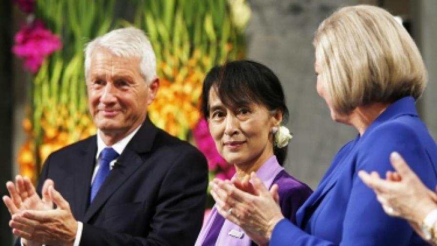 67-годишната водачка на опозицията в Мианма Аун Сан Су Чжи по време на церемонията в Осло