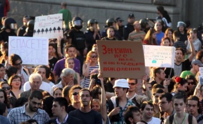 Компромисни идеи и протести днес