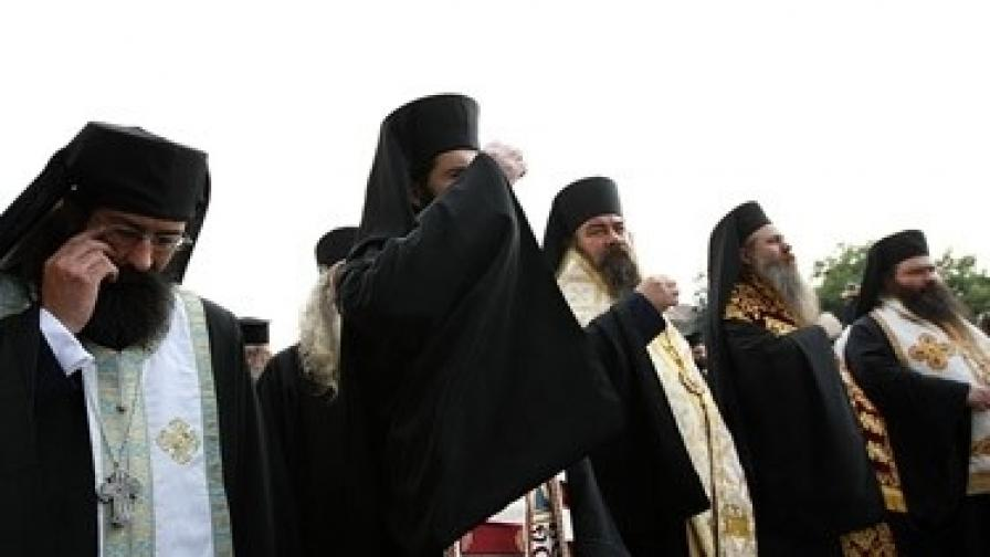 Мълчаливо бдение срещу владиците от Синода