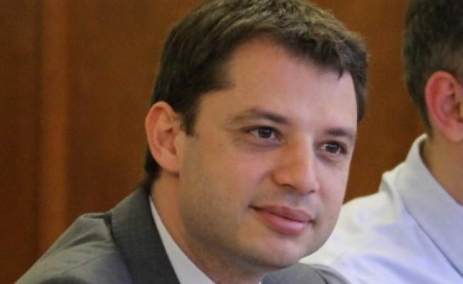Делян Добрев: Прекалява се с алкохолния туризъм