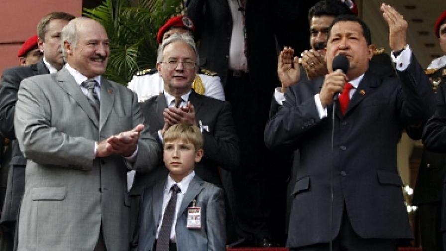 Кое е това момче със сив костюм? Коля Лукашенко – следващият беларуски диктатор