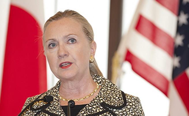 Клинтън плаши Сирия с