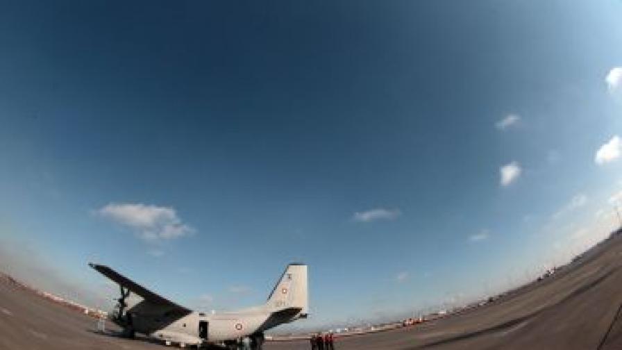Заради жегите във Вашингтон самолет залепна на пистата