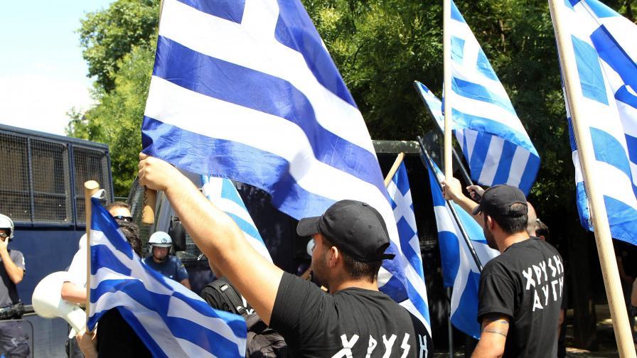 """""""Златна зора"""" събира кръв само за етнически чисти гърци"""