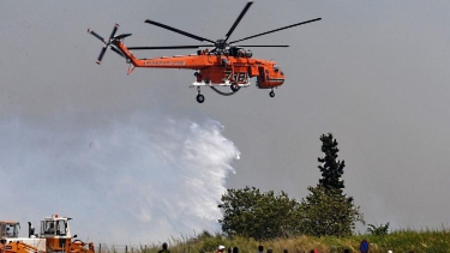 Пожар е достигнал предградие на Атина