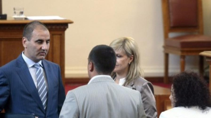 Четири часа дебати по вота без Борисов в парламента