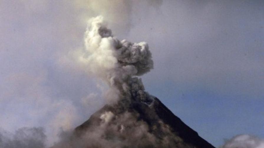 Вулкан изригна в Нова Зеландия за пръв път от над 100 години