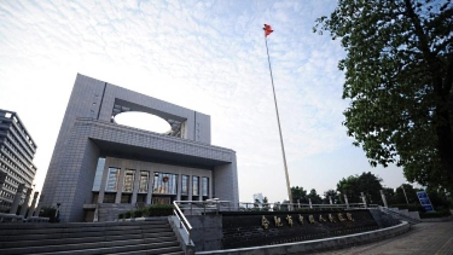 Китай съди полицаи по обвинение, че са прикрили престъплението на Гу Кайлай