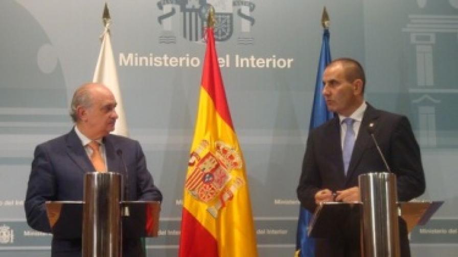Вътрешният министър Цветан Цветанов и испанският му колега Хорхе Фернандес Диас дадоха вчера съвместна пресконференция в Мадрид