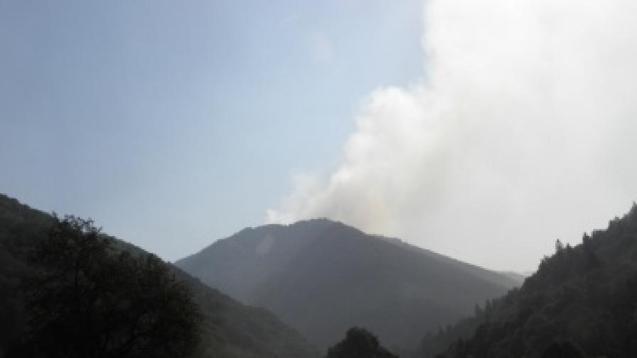 Продължава гасенето на пожарите в Рила