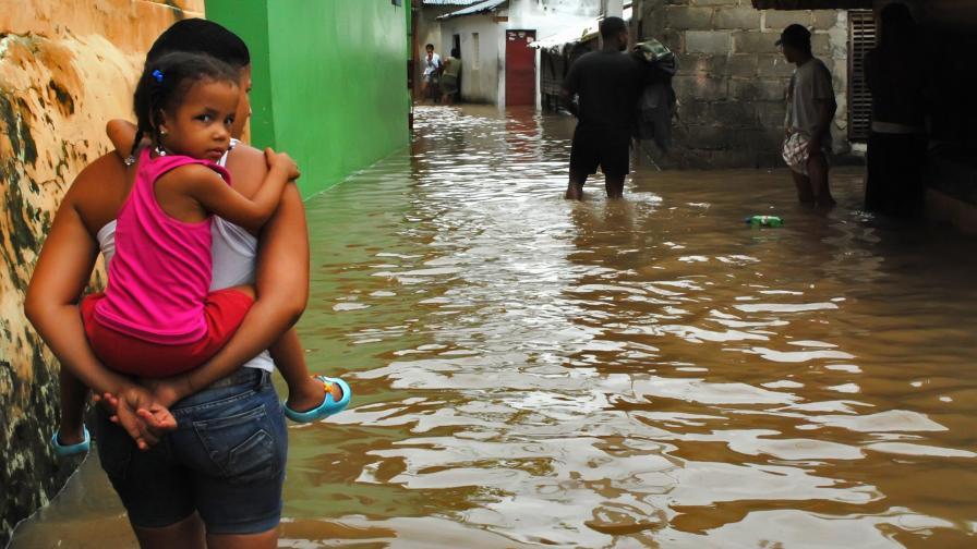 """След преминаването на """"Айзък"""" през Доминиканската република"""
