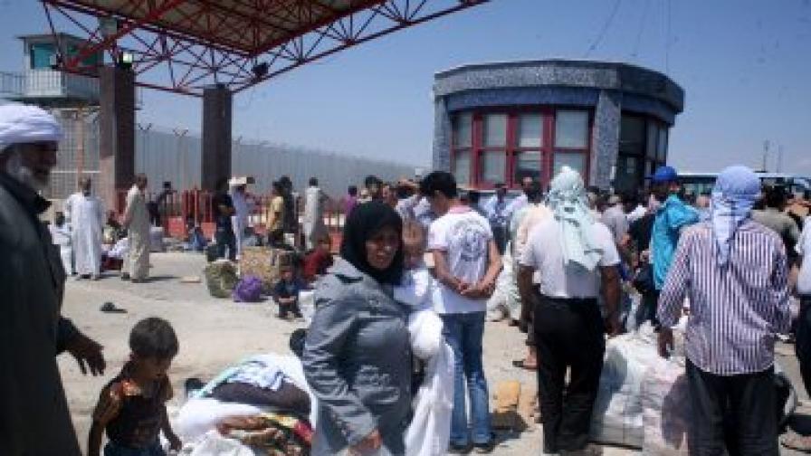 9000 сирийски бежанци чакат на границата с Турция
