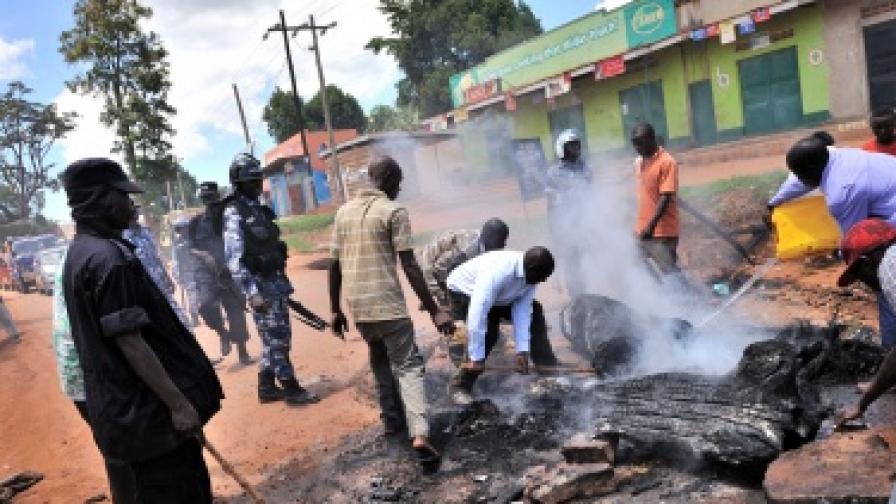 В Уганда арестуваха четирима българи