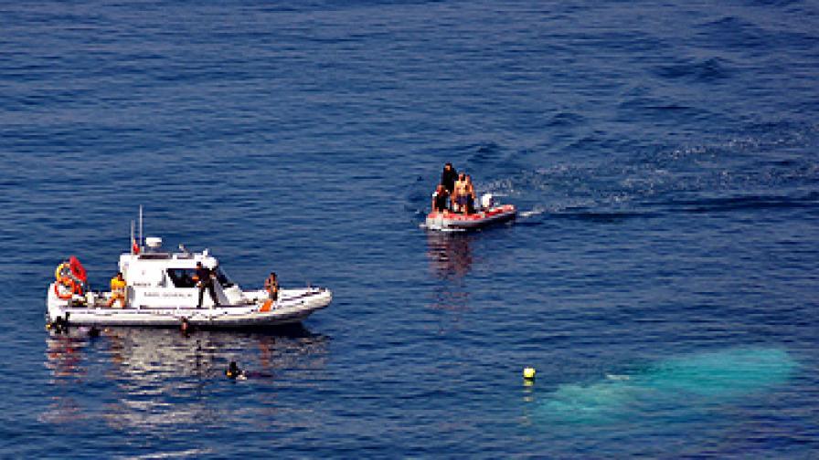 Руски кораб с 55 туристи се обърна в Черно море