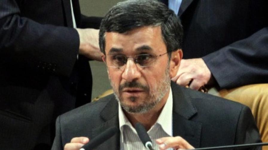 Ахмадинеджад: Западът ни унищожава дъждовните облаци