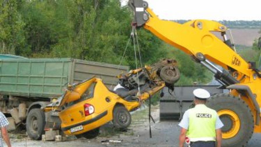 19-годишен е шофьорът предизвикал страшната катастрофа