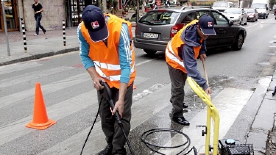 Бензиностанции ЕКО освежават пешеходни пътеки за първия учебен ден