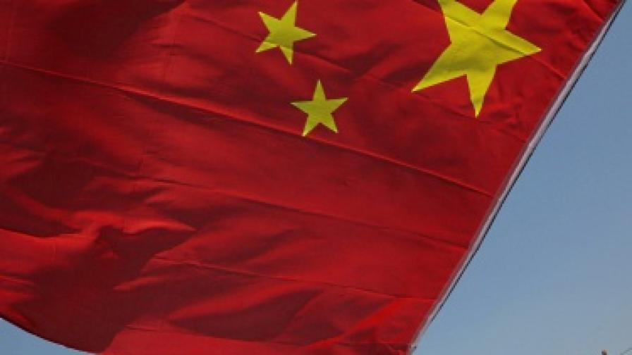 Китайската армия се сдоби с първия си самолетоносач