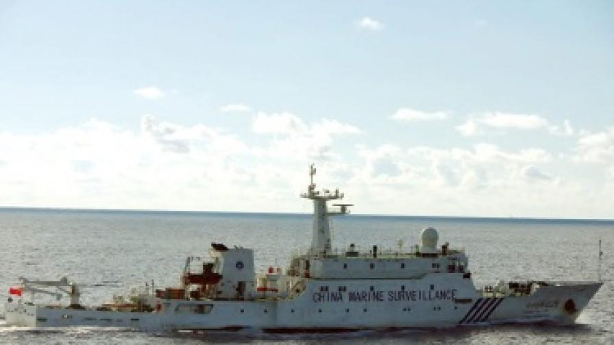 Битка с водни струи за спорни острови