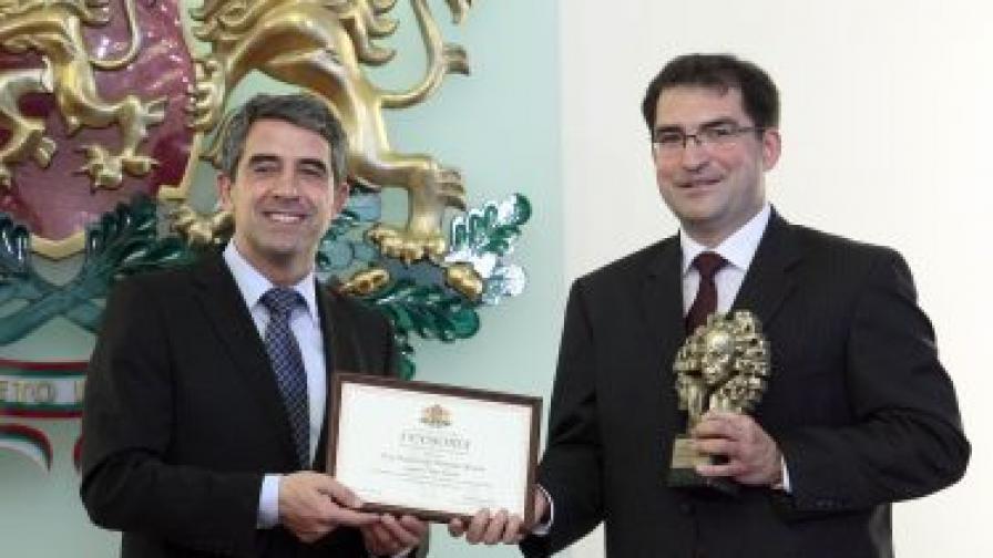 """Д-р Димитър Жечев, е носителят на наградата """"Джон Атанасов"""" за 2012 г."""