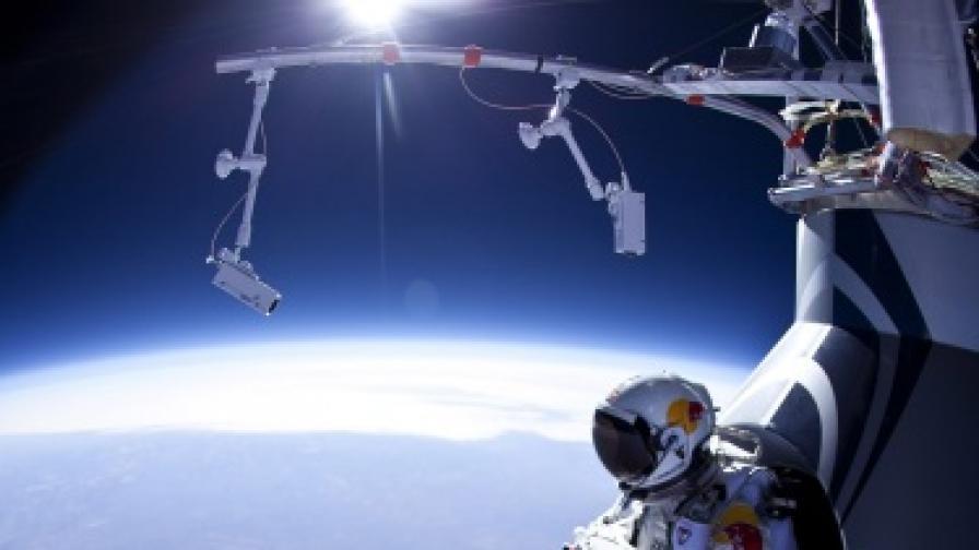 Феликс Баумгартнер преди тестов скок от 21,8 км височина