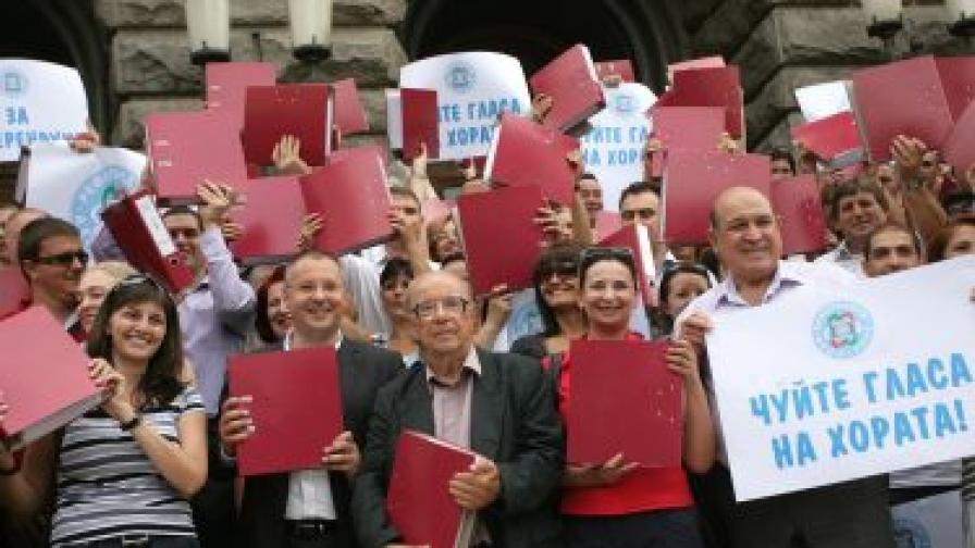 На 27 юли 2012 г. Сергей Станишев и служители в централата на БСП внесоха подписката с искане за референдум в Народното събрание