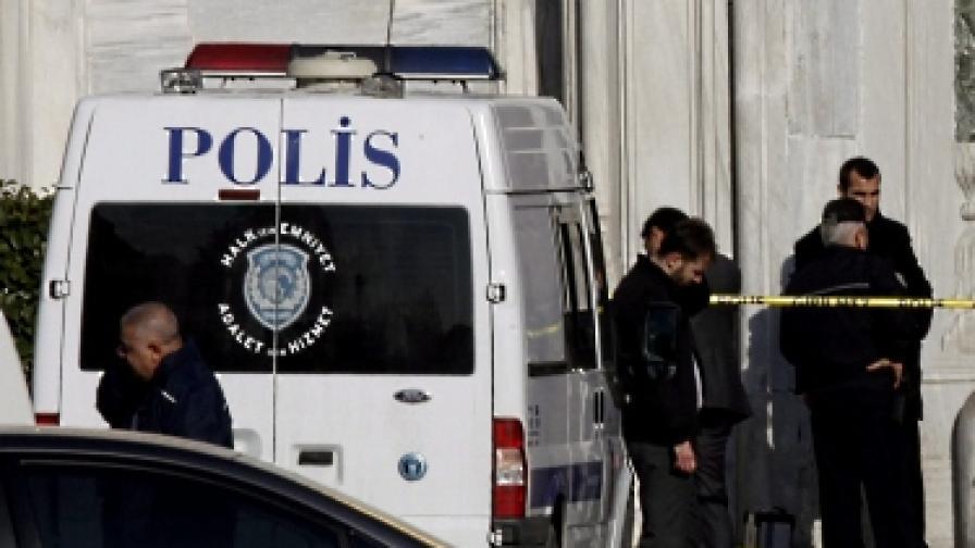 Мъж стреля срещу офиса на Ердоган