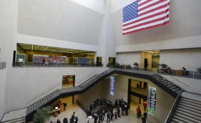 Самолетите на кандидат-президентите блокираха летището в Кливлънд