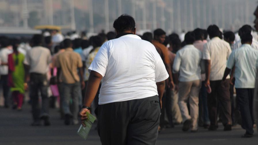 Лекуват полицаи от наднормено тегло в Индонезия