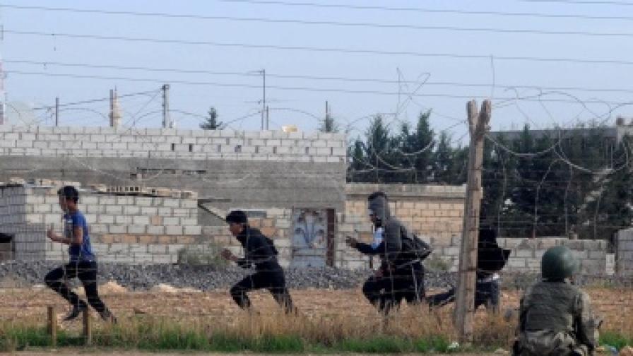 Поне трима турски граждани са били ранени при последните боеве близо до границата на Турция със Сирия