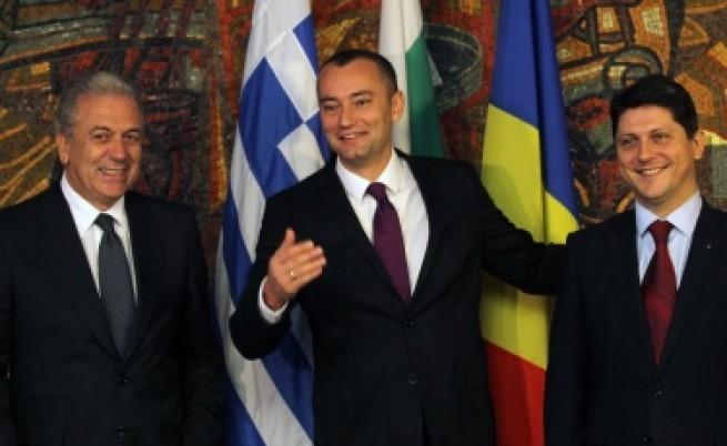 Младенов: Проблемът ни е националистическото говорене на македонски лидери
