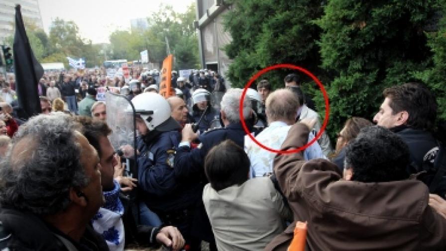Студенти се биха в Атина, в Солун нападнаха германска делегация