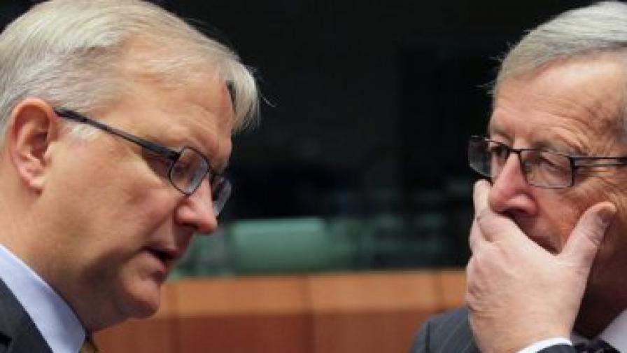 Председателят на Еврогрупата Жан-Клод Юнкер и еврокомисарят по валутните въпроси Оли Рен
