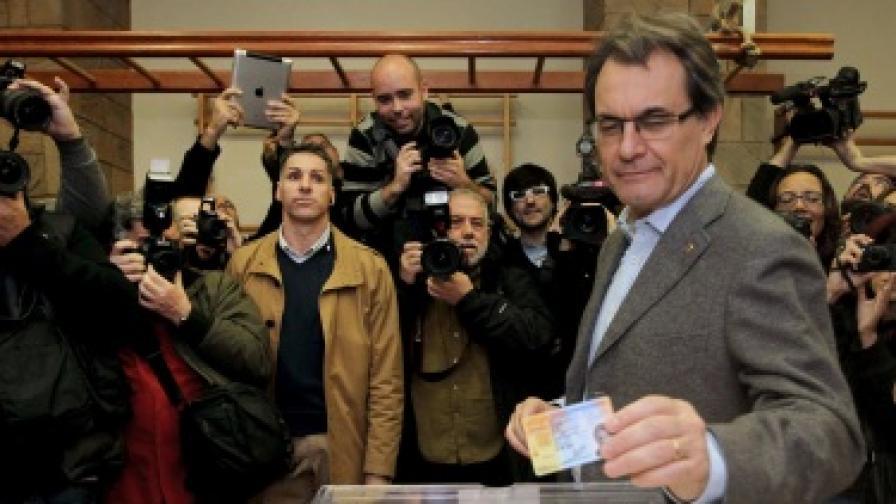 Каталонските сепаратисти не успяха да вземат абсолютно мнозинство, губят 12 места