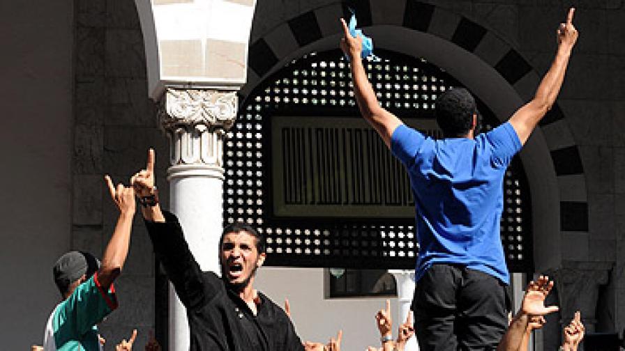 Над 200 души бяха ранени в сблъсъци в Тунис