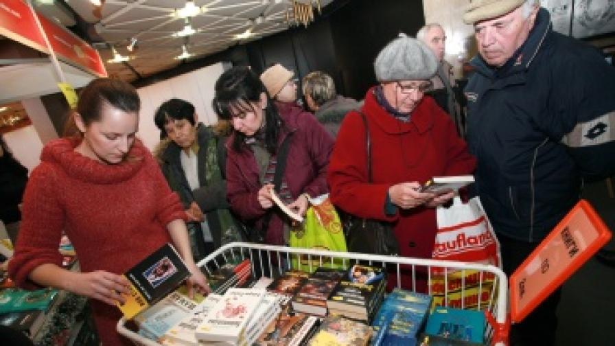 От 4 до 9 декември в НДК е най-големият досега Международен панаир на книгата. Продават се и книги с цена 2 лв.