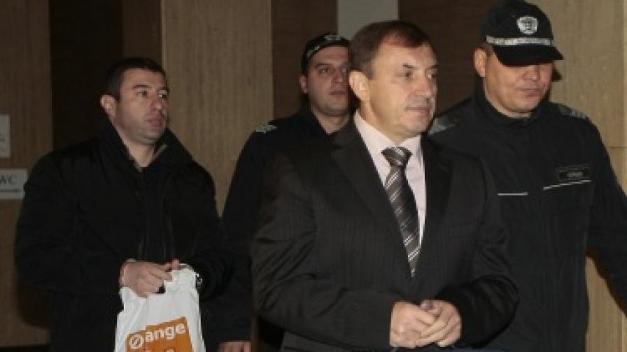 Алексей Петров и Антон Петров-Хамстера при пристигането днес в съдебната зала