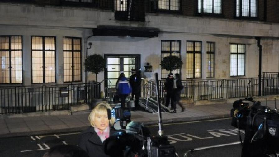 """Представители на медиите пред болницата """"Крал Едуард VII"""" в Лондон"""