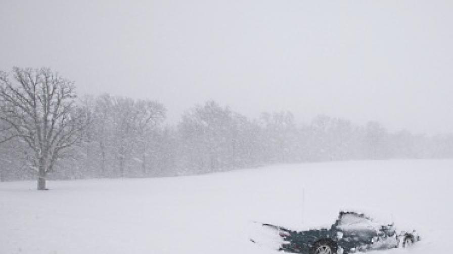 Хиляди полети отменени в САЩ заради снежни бури